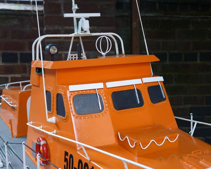 50 ft Thames class lifeboat - Page 3 Superstructure-28_zps27959bbe