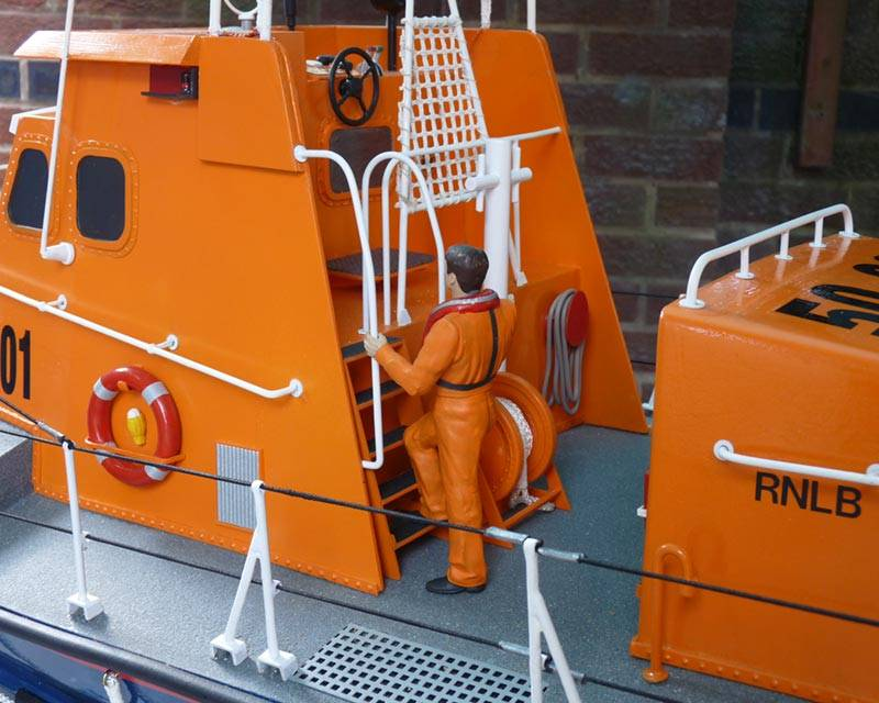 50 ft Thames class lifeboat - Page 3 Superstructure-29_zps5b787dae