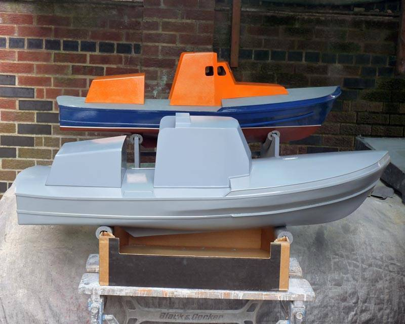 50 ft Thames class lifeboat - Page 3 Twin-hulls-01_zpsf32c883c