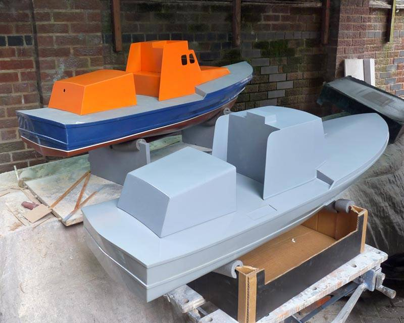 50 ft Thames class lifeboat - Page 3 Twin-hulls-03_zps68cd4fae
