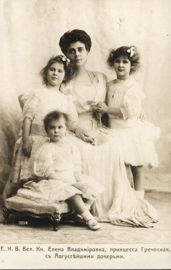 Historia de la Casa Real de Grecia - Página 2 HelenaVladimirovnawithherdaughters
