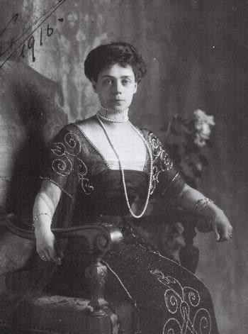 Grandes duques y G. Duquesas: Jorge, Xenia y Olga XeniaAlexandrovna