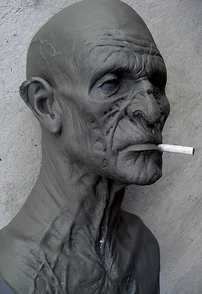 Un petit zombie qui fume (en cours...) Vieuxzombfini2