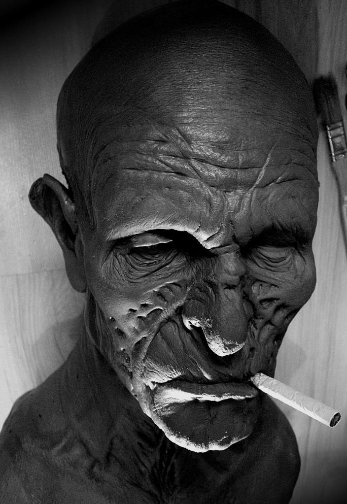 Un petit zombie qui fume (en cours...) Vieuxzomb