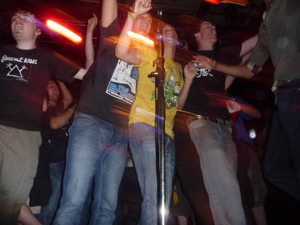 Gaslight Anthem Live in London - Stage Invasion P1010298