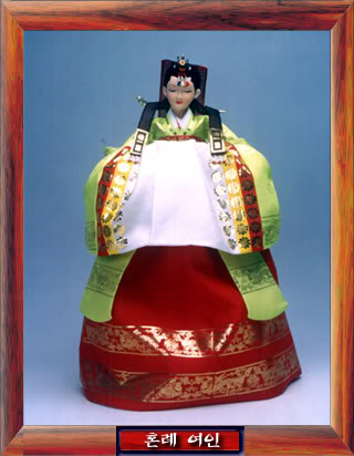 Geleneksel Kıyafetlerle Kore Oyuncak Bebekleri Gal02