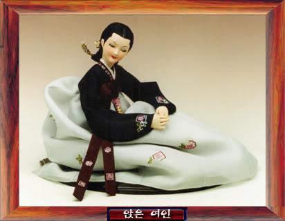 Geleneksel Kıyafetlerle Kore Oyuncak Bebekleri Gal03