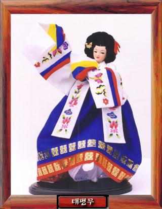 Geleneksel Kıyafetlerle Kore Oyuncak Bebekleri Gal3_01