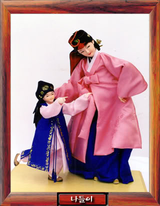 Geleneksel Kıyafetlerle Kore Oyuncak Bebekleri Gal3_04