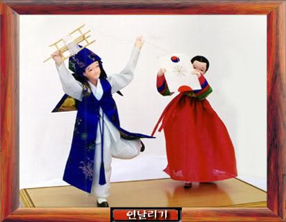 Geleneksel Kıyafetlerle Kore Oyuncak Bebekleri Gal3_05