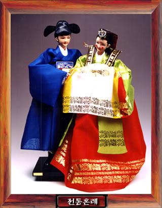 Geleneksel Kıyafetlerle Kore Oyuncak Bebekleri Gal4_01