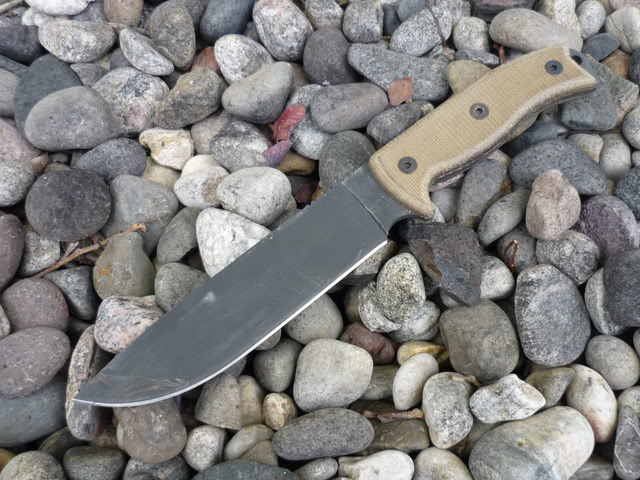 Quels couteaux de survie choisiriez vous? P1010659