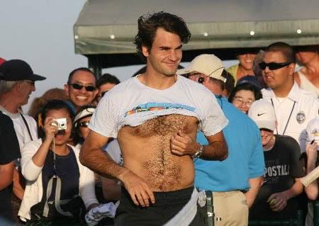 Roger sin camiseta Roger-federer-iw08-practice5