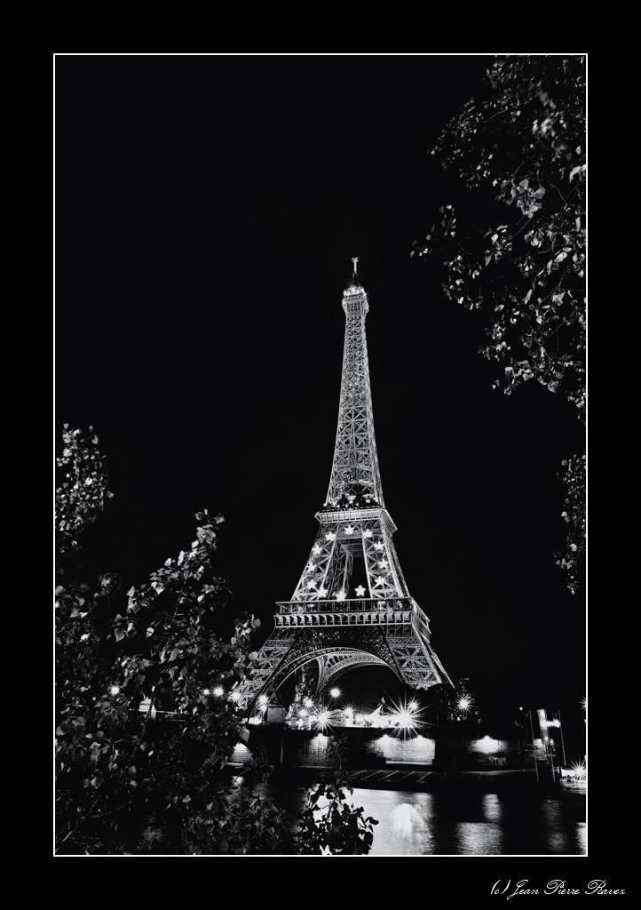 Tour Eiffel Bleue JPR_20080725_223600_NB_558