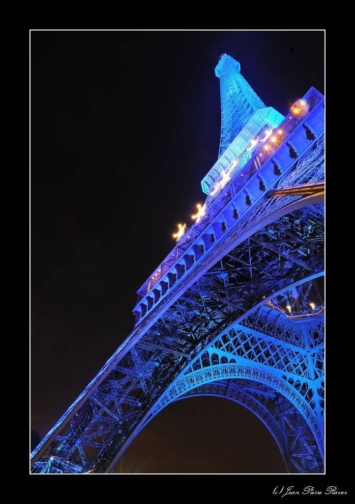 Tour Eiffel Bleue JPR_20080725_225946_165