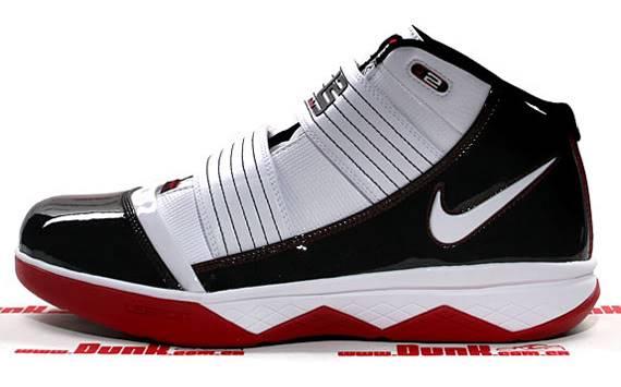 Quần áo Slam Dunk đây!!! Nike-zoom-lebron-soldier-3-01