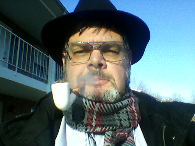 LET'S SEE PICS OF YOU SMOKING A PIPE Servi-m2