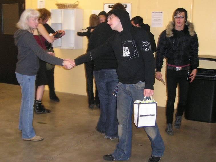Photos du groupe - Page 8 BobHug