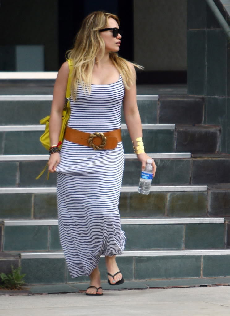 Hilary Duff Busty Leaving a Doctor's Office.rtf 326578141