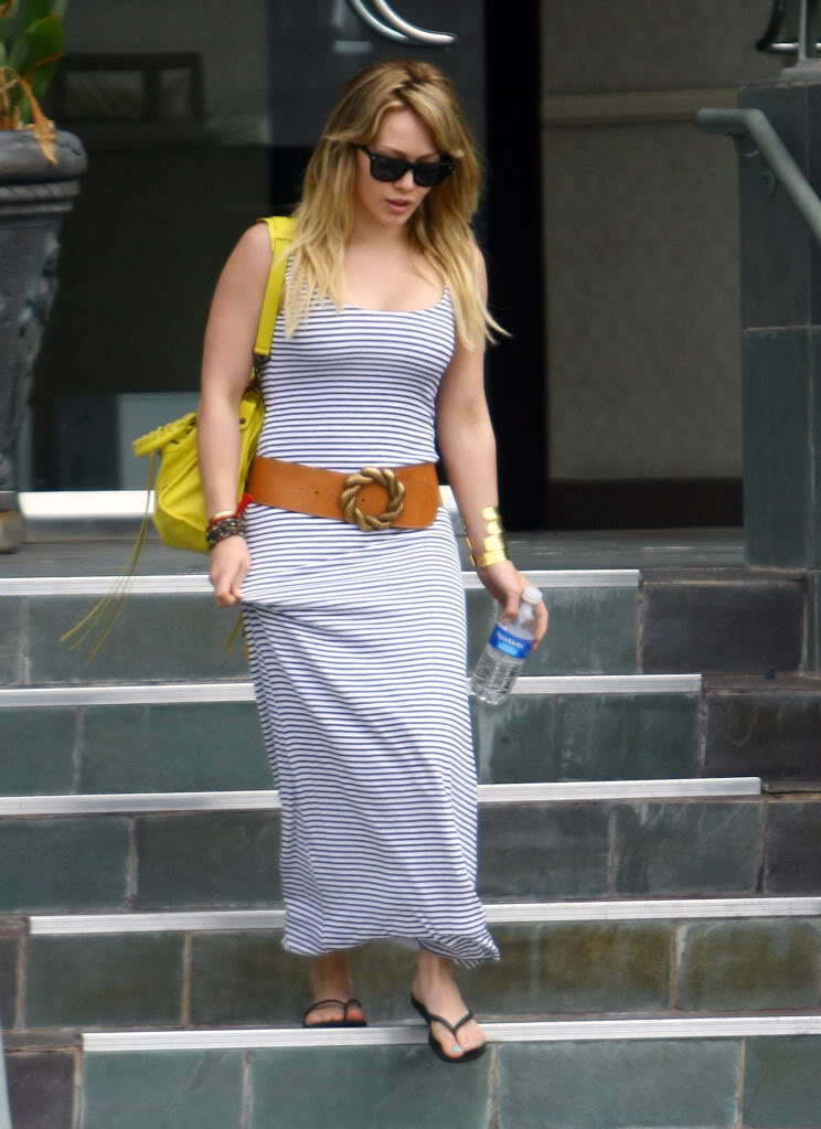 Hilary Duff Busty Leaving a Doctor's Office.rtf 35762473