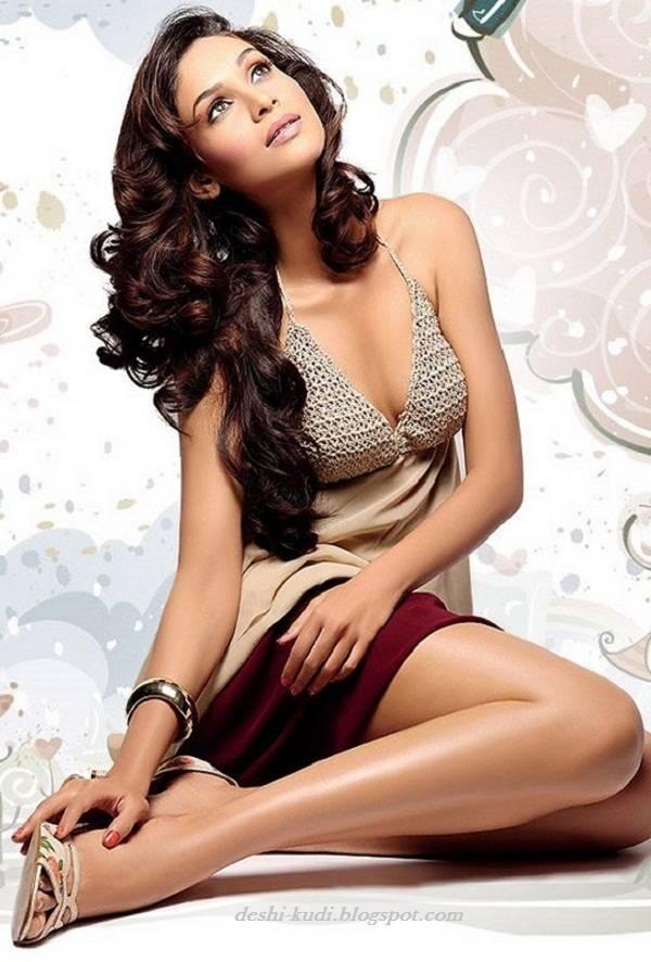 AMRUTA PATKI Hot Tamil Model And Actress AmrutaPatkiHot19
