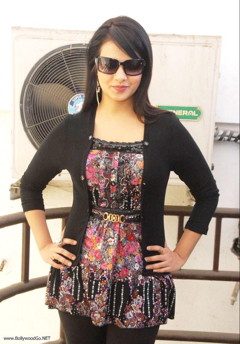 12 Latest Beauty Saloni Aswani Pictures 2012 Saloni2_zps4fd57169