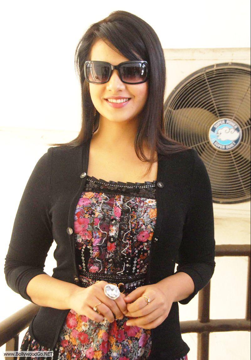 12 Latest Beauty Saloni Aswani Pictures 2012 Saloni4_zps65632b78