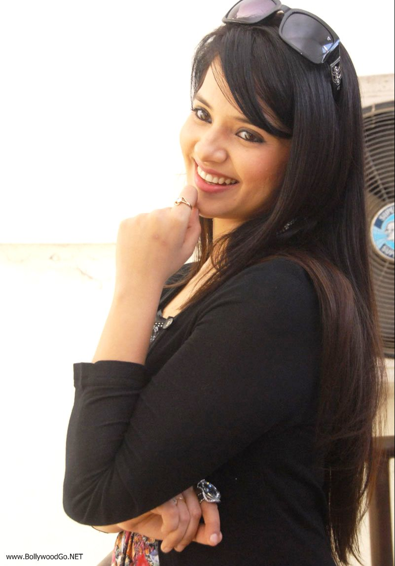 12 Latest Beauty Saloni Aswani Pictures 2012 Saloni7_zpsc8d7e47e