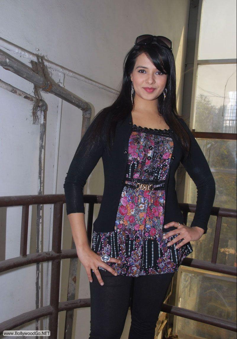 12 Latest Beauty Saloni Aswani Pictures 2012 Saloni8_zps83545618