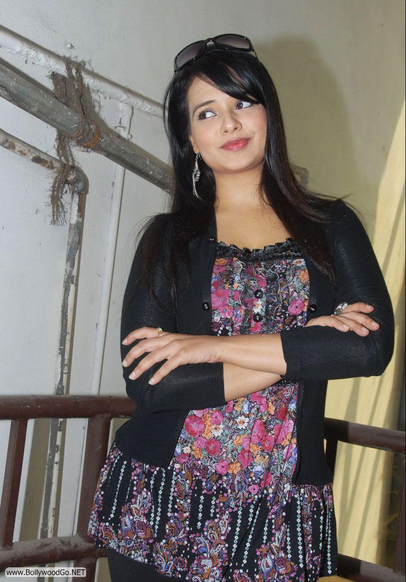 12 Latest Beauty Saloni Aswani Pictures 2012 Saloni9_zps88daa1ad