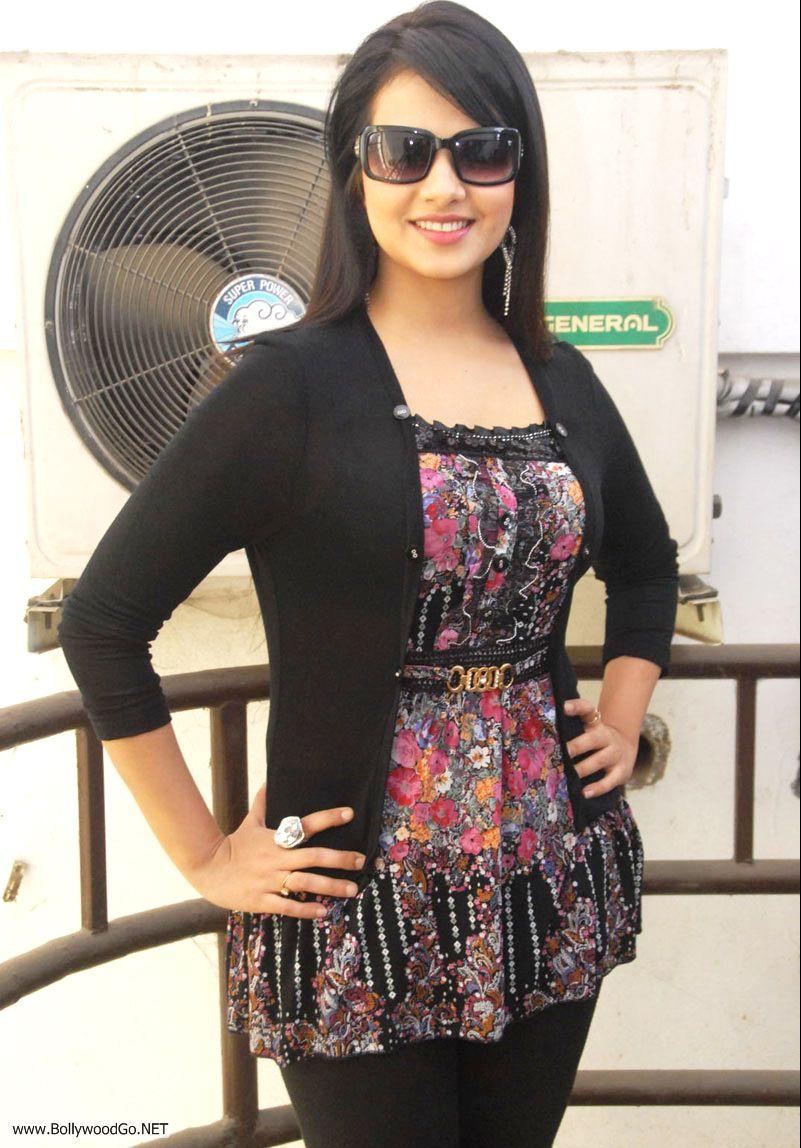 12 Latest Beauty Saloni Aswani Pictures 2012 Saloni_zpsd32f1fb5