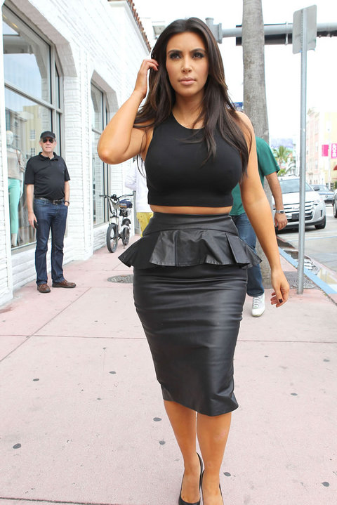 Check Out Kim Kardashian's Muffin Top 201212151112027146_zpscf9d7270