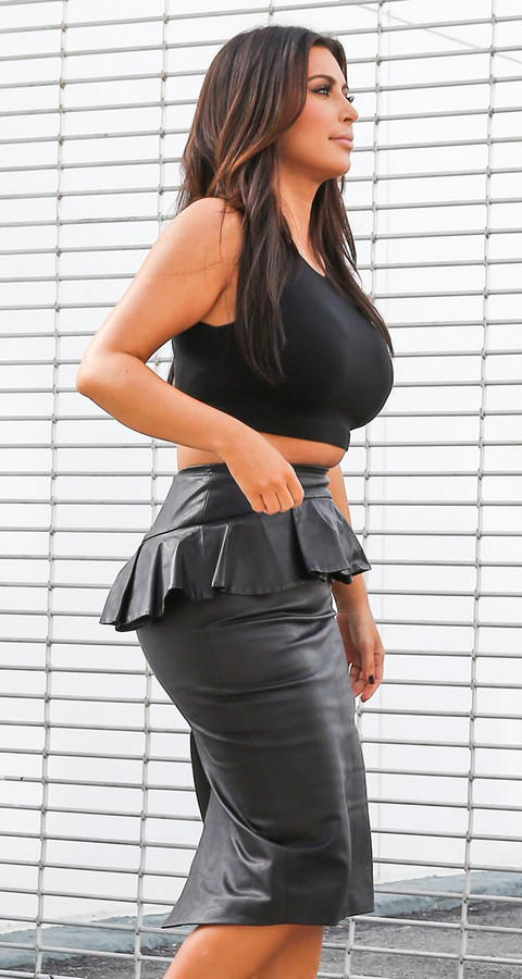 Check Out Kim Kardashian's Muffin Top 201212151206171496_zps51cca231