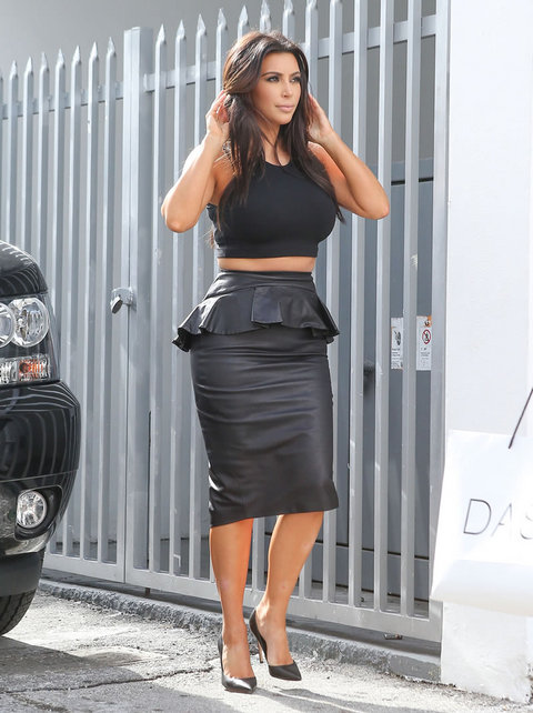 Check Out Kim Kardashian's Muffin Top 201212151315232776_zpsde654d86