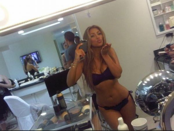 Twitter Photos of Kim Kardashian (23 pics) Twitter_photos_of_640_15_zps619476d1