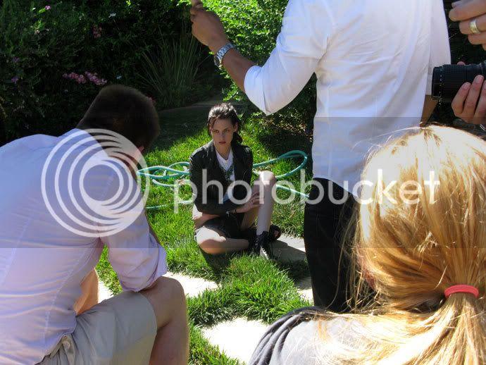 Kristen Stewart - Page 2 Teenv_behind_10