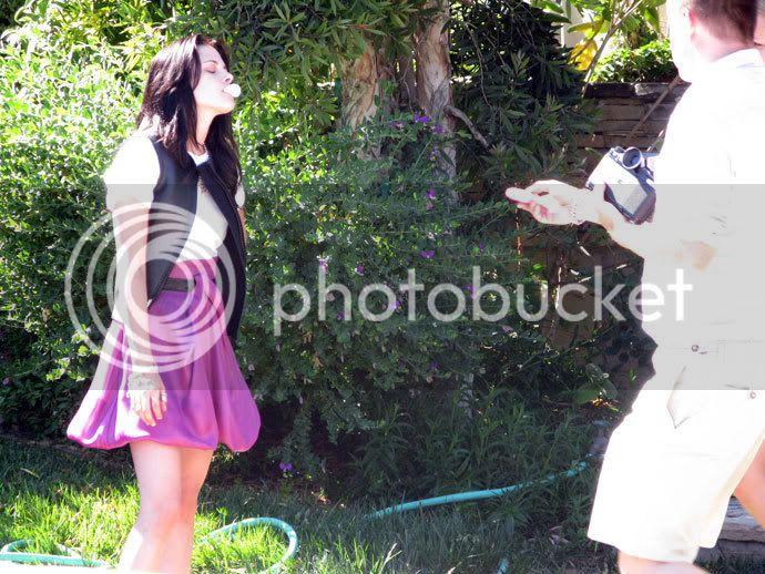 Kristen Stewart - Page 2 Teenv_behind_11