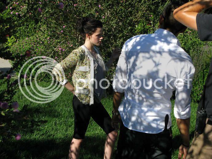 Kristen Stewart - Page 2 Teenv_behind_13