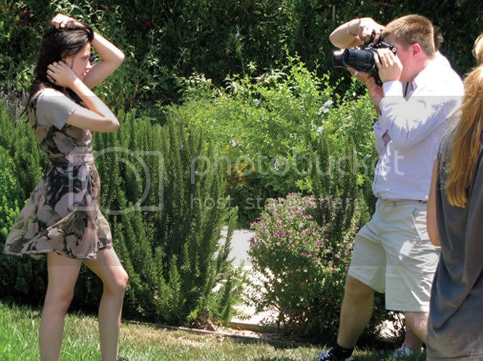 Kristen Stewart - Page 2 Teenv_behind_3
