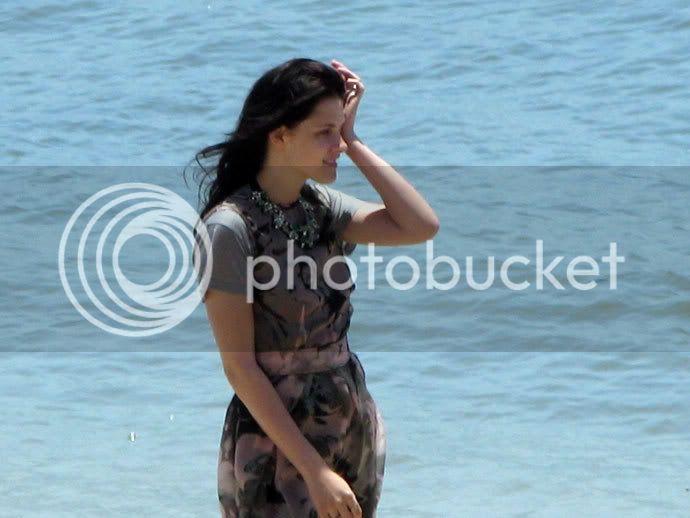 Kristen Stewart - Page 2 Teenv_behind_5