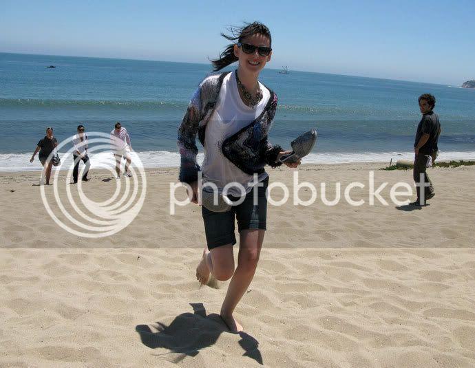 Kristen Stewart - Page 2 Teenv_behind_6