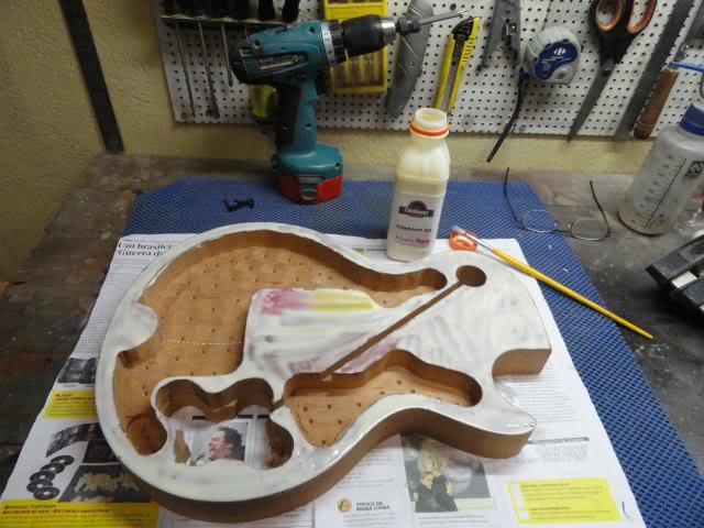 Construção inspirada Les Paul Custom, meu 1º projeto com braço colado (finalizado e com áudio) DSC04263_zpsec8b26ea