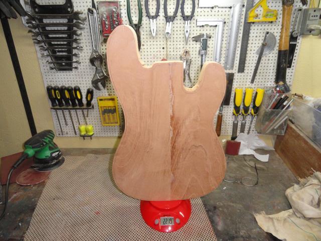 Construção inspirada Les Paul Custom, meu 1º projeto com braço colado (finalizado e com áudio) DSC04402_zpsba013c77