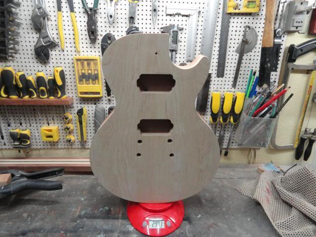 Construção inspirada Les Paul Custom, meu 1º projeto com braço colado (finalizado e com áudio) DSC06690_zps25478b76