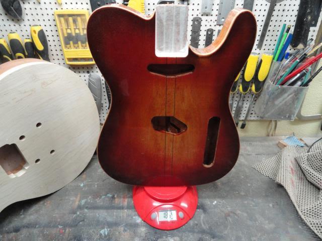 Construção inspirada Les Paul Custom, meu 1º projeto com braço colado (finalizado e com áudio) DSC06692_zpse096077e