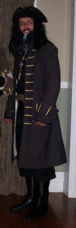 5 Pirates of the Caribbean Costumes fast and cheap Blackbeard1_zps0bd78644
