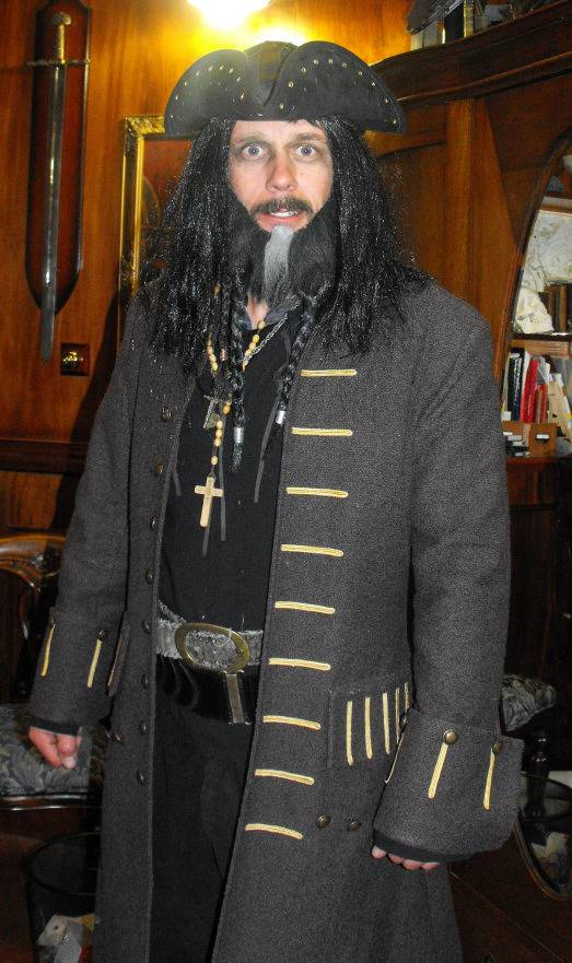 5 Pirates of the Caribbean Costumes fast and cheap Blackbeard2_zps22b6ccdb