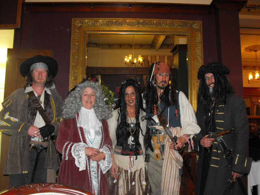 5 Pirates of the Caribbean Costumes fast and cheap Pirates3_zpsbedd7661