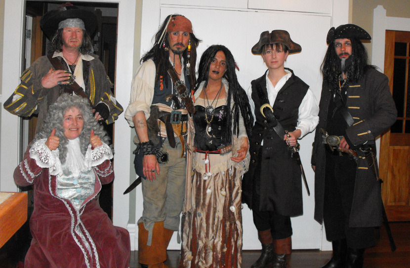 5 Pirates of the Caribbean Costumes fast and cheap Pirates5_zpsbd401ccf