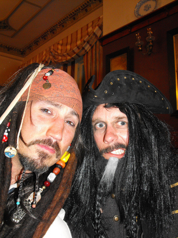 5 Pirates of the Caribbean Costumes fast and cheap Pirates6_zpsd0653233